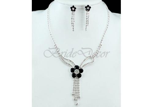 Комплект бижутерии с камнями «Черный цветок»