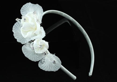 Ободок с белыми цветами «Тайна»